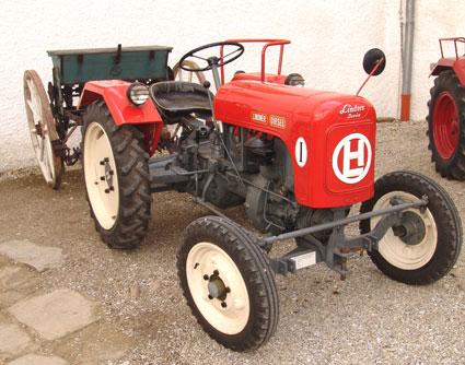 Europaschloss Leiben mit Traktormuseum (28 km)